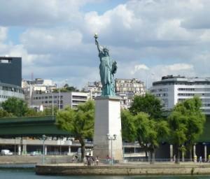 statue de la liberté paris ile aux cygnes