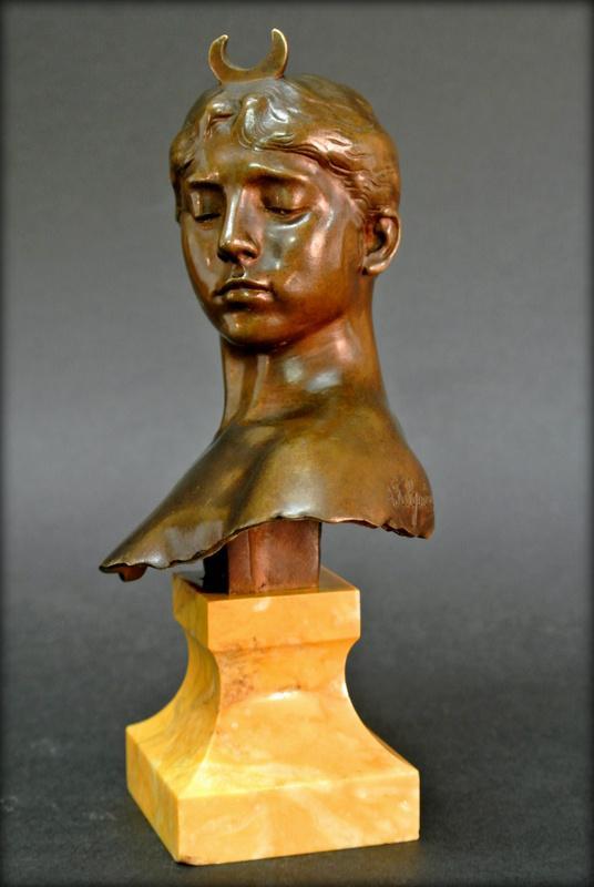 Buste de Diane Chasseresse falguiere