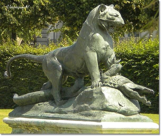 Tigre terrassant un crocodile Tuileries