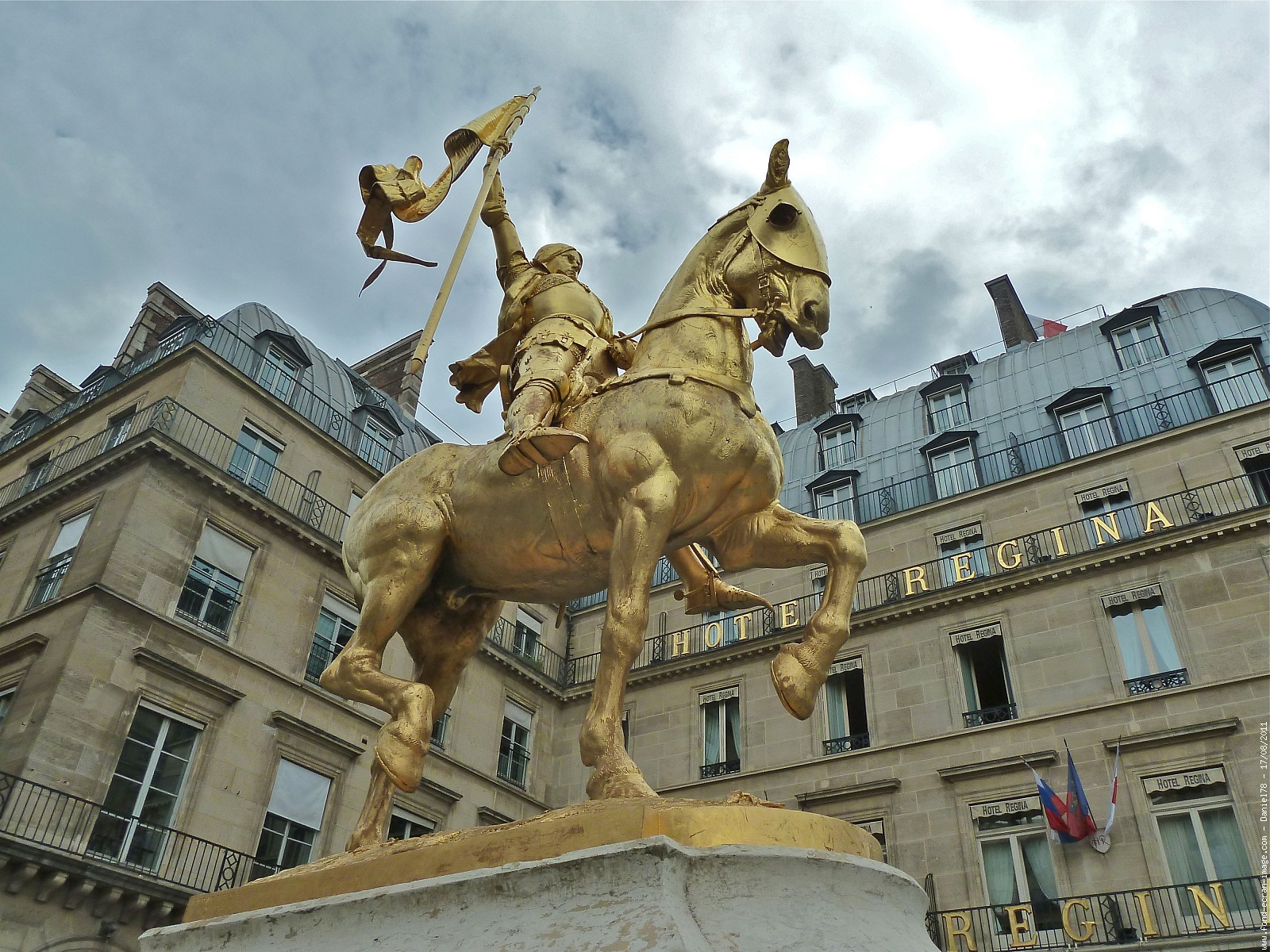 Jeanne d'Arc place des Pyramides